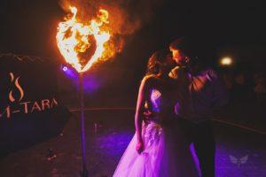 fireshow płonące serce na weselu
